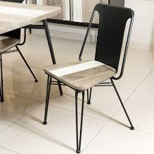 chaise en bois chaise bois massif et métal noir style atelier so inside