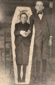 used to pose with their dead back in the victorian era