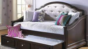 daybed b beautiful daybed with raised trundle amazon com twin