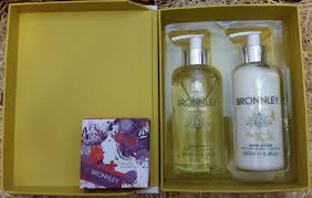 christmas beauty gifts and stocking fillers for all sim u0027s life