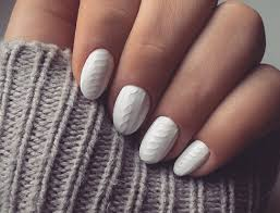 knit nail trend matches perfectly with your winter sweater