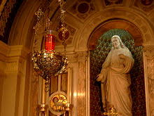 vigil lights catholic church sanctuary l wikipedia
