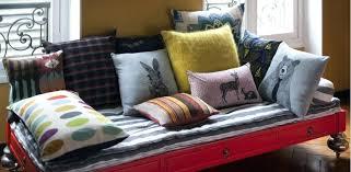 transformer lit en canapé transformer un lit en canape petits coussins maxi canap les berthys