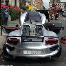 porsche 918 front chaos in knightsbridge as porsche 918 spyder is washed on brompton