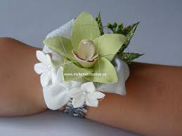 Corsage And Boutonniere For Prom Invite Me Creative Announcements Prom Flowers Corsages