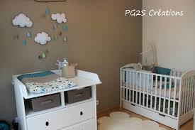 idee decoration chambre bebe une chambre turquoise taupe et anis etoiles et petits pois
