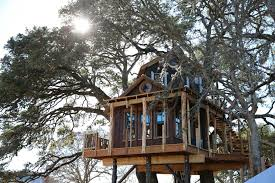 Tree House Home by Tv Tonight U0027treehouse Masters U0027 Builds Hill Country Hideout San