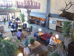 tenaya lodge lobby lounge is a popular gathering place 2017 karen rubin goingplacesfarandnear com