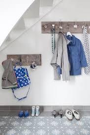 flur garderoben ideen garderobe flur holzplatte alte türknöpfe new home
