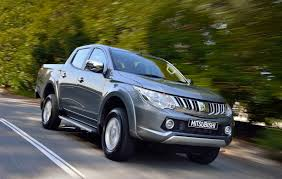 mitsubishi land rover australian vehicle sales for march 2015 land rover takes command