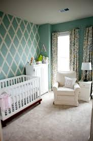 chambre bébé peinture peinture décorative dessin géométrique sublimez les murs