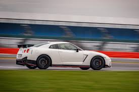 nissan gtr side view 2017 nissan gt r nismo cars exclusive videos and photos updates