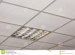 luminaire bureau plafond vue de diagonale de plan rapproché de le de plafond de bureau