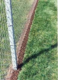 Fence Line Landscaping by Best 25 Rubber Mulch Ideas On Pinterest Yard Landscaping