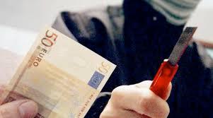 rapina in rapina in due banditi portano via 5000 corriere di