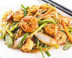 cuisiner des pates chinoises pâtes chinoises aux légumes et crevettes recette de pâtes