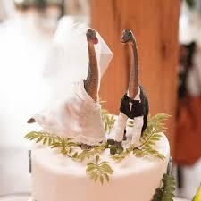 dinosaur wedding cake topper loving these necks jurassic looking wedding cake with