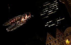 haute cuisine santa serves up sleigh borne dinner in the sky