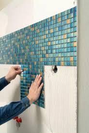 mosaik im badezimmer mosaik fliesen badezimmer selber fliesen expli anleitung zum