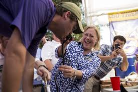 Buy A Keg Mary Landrieu Helps A Man Do A Keg Stand At Lsu Tailgate Huffpost