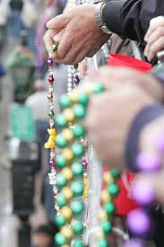 Where Can You Buy Door Beads by 9 Things To Do With Your Leftover Mardi Gras Beads That Don U0027t