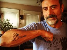 Tato Meme - the walking dead actor jeffrey dean morgan s tattoo is a memorial
