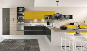 cuisine noir et jaune deco cuisine noir et jaune idée de modèle de cuisine