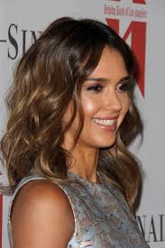 how to get beachy waves on shoulder lenght hair celeb inspired super chic shoulder length haircuts more com