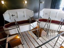 chambre d hotel originale chambre hotel cercueil virele du tourisme insolite