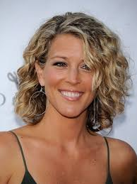 short curly hairstyles for the mature woman