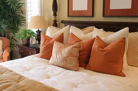 50 Decorative King and Queen Bed Pillow Arrangements & Ideas