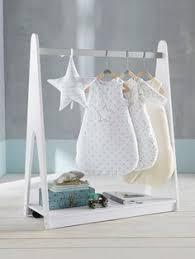 support vetement chambre portant à vêtements avec étagère thème ciel d étoiles blanc