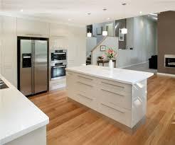 weisse hochglanz küche die besten 25 küche hochglanz weiss ideen auf küche