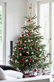 11 tips for decorating your tree like a pro