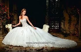 brautkleider mit langer schleppe und schleier hochzeitskleid mit langer schleppe modische kleider in der welt