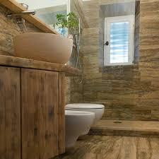 piastrelle in pietra per bagno bagni in legno e pietra 100 images idee bagno moderno con
