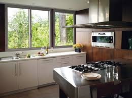 fenetre de cuisine entrant decoration cuisine fenetre vue rideaux for photo 4