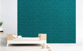 chambre peinte en bleu papier peint graphique turquoise déco chambre enfant