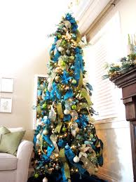 kristen s creations decorating a christmas tree with mesh ribbon