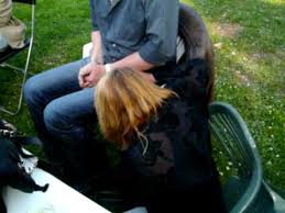 chaise cass e tatie se casse la figure et la chaise