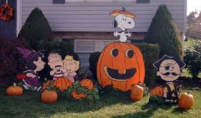 i had a request to re post pictures of our peanuts yard display