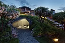 Backyard Designs That Embrace The Outdoor Beauty - Modern backyard designs