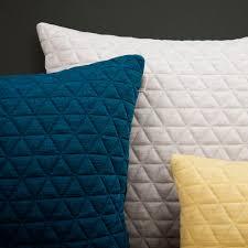 tissu pour canape coussin pour canapé carré en tissu rest by note design