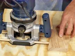 Making Wood Joints With A Router by How To Cut Circles And Curves With A Router How Tos Diy