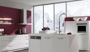 cuisine blanche mur cuisine aubergine et grise cuisine avec peinture murale grise