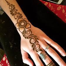 henna design on instagram instagram post by rebecca freedner heartfirehenna simple henna