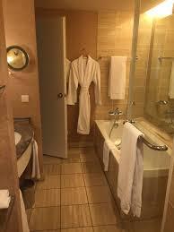 badezimmer köln geräumiges badezimmer hotel hyatt regency in köln holidaycheck