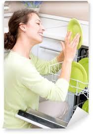 femme dans la cuisine papier peint lave vaisselle femme heureuse dans le ménage