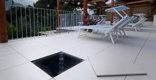 piastrelle balcone esterno pavimento flottante per esterni idee di design per la casa