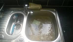 evier cuisine bouché comment déboucher un évier cuisine un lavabo de salle de bain
